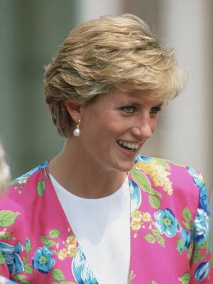 Фото №26 - От персикового до фуксии: как принцесса Диана носила розовый цвет (и почему он ей так шел)
