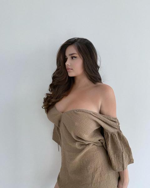 Анастасия Квитко надела платье, похожее на холщовый мешок для картошки: фото в реальности, без фотошопа, инстаграм