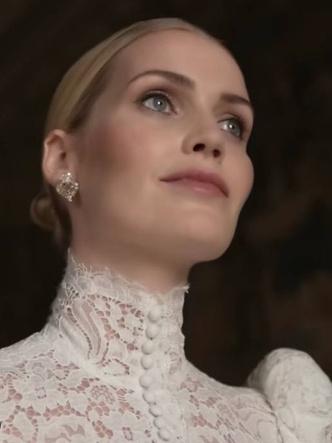 Фото №9 - Королевский размах: шесть свадебных платьев леди Китти Спенсер