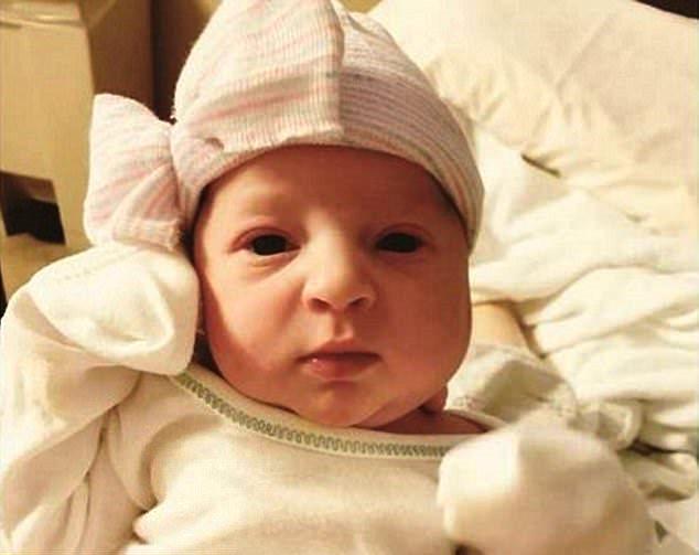 Фото №1 - Невероятно! Ребенок родился через 25 лет после зачатия