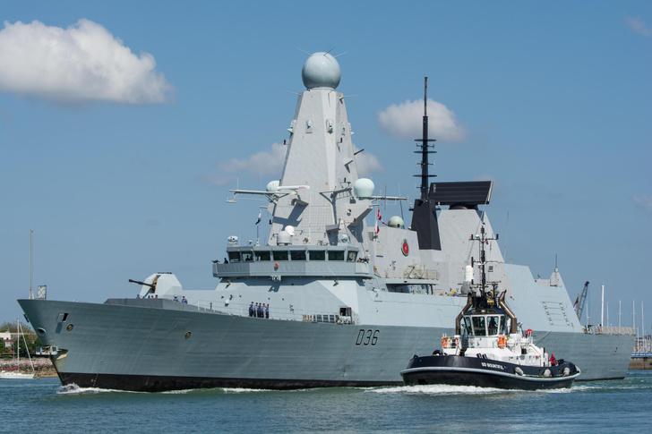 Фото №1 - Российские военные открыли огонь по британскому эсминцу в Черном море