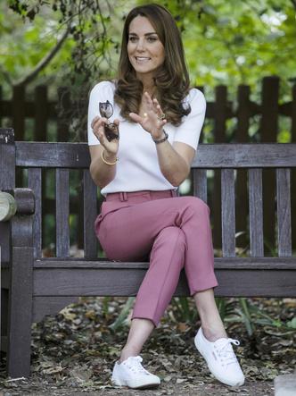 Фото №3 - Вдохновляясь Дианой: герцогиня Кейт и ее новый модный реверанс принцессе Уэльской
