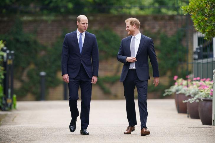 Фото №9 - Мама была бы рада: принцы Уильям и Гарри тепло встретились на открытии памятника принцессе Диане