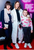 Любовь Аксенова с мамой и племянницей