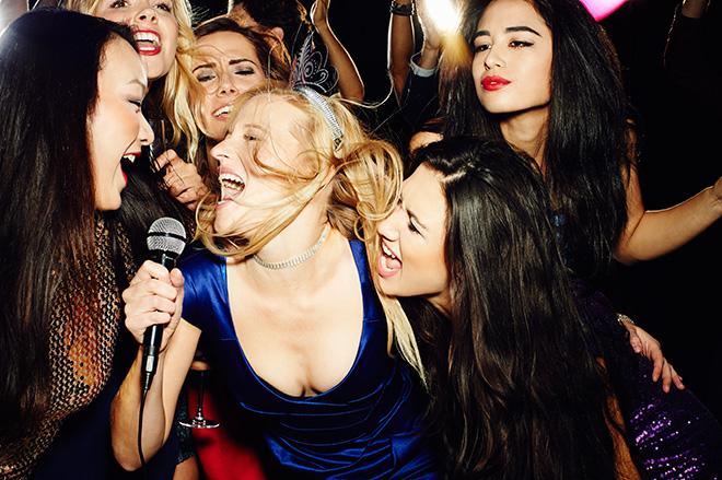Фото №1 - Новогодний хит и еще пять песен, которые нас обманывают