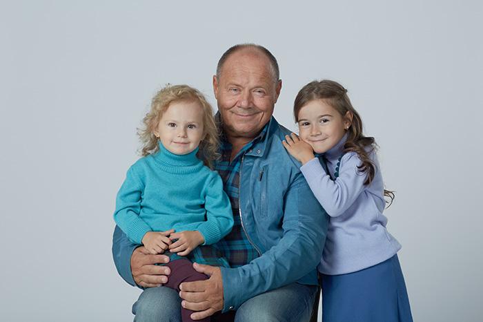 Фото №2 - Алексей Маклаков: «Младшая дочь родилась в Испании, поэтому у нее двойное имя»