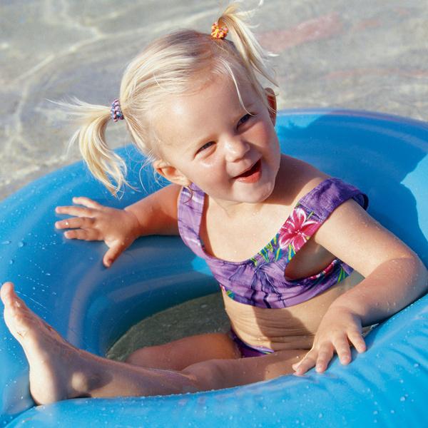 Фото №1 - Приучаем малыша к пляжу: что