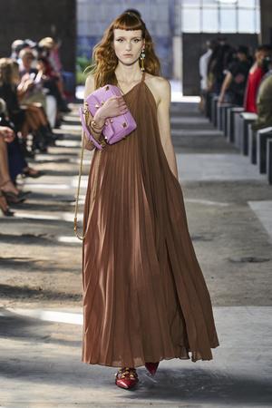 Фото №3 - Полный гид по самым модным платьям для весны и лета 2021