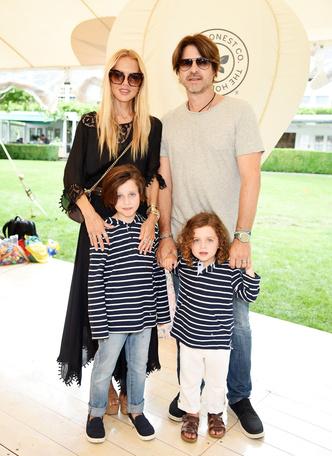 Фото №13 - Модные с пеленок: как звезды одевают своих детей