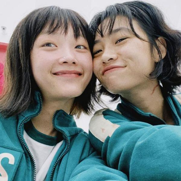 Фото №1 - Как Чон Хо Ён и Ли Ю Ми из «Игры в кальмара» стали подругами в реальной жизни 😍