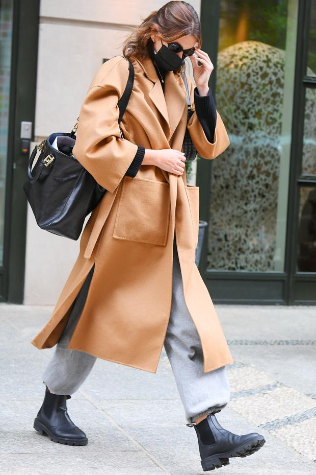 Фото №2 - Всю неделю обещают дожди, что носить— ответ знает Кайя Гербер