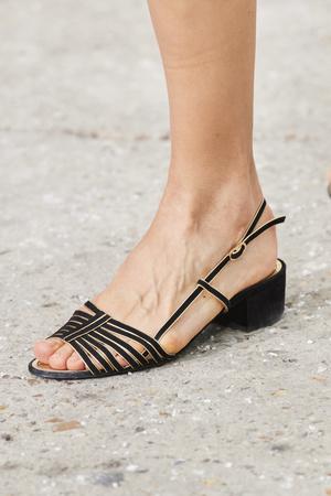 Фото №19 - Самая модная обувь весны и лета 2021: советы дизайнеров
