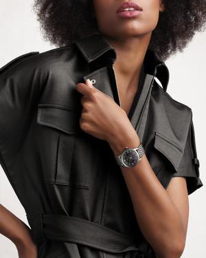 Фото №1 - Новая версия часов Longines Heritage Classic с секторным циферблатом, вдохновленная стилем 1930-х годов