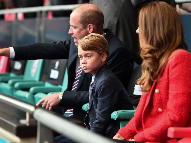 Фото №1 - Королевская традиция, о которой принц Джордж сможет забыть после восьмого дня рождения
