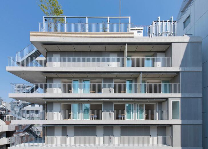Фото №2 - Отель с лестницами на фасаде в Токио
