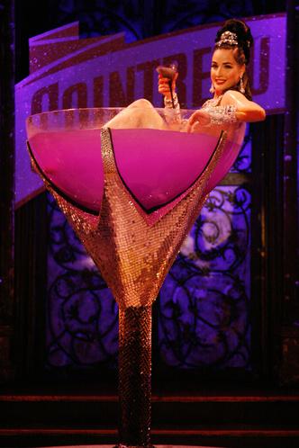 Фото №2 - В честь дня рождения Диты фон Тиз любуемся лучшими фото королевы бурлеска