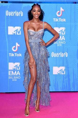 Фото №29 - Премия MTV EMA: лучшие звездные образы за всю историю