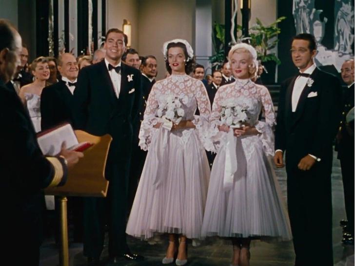 Фото №2 - 10 самых красивых свадебных платьев в истории кино