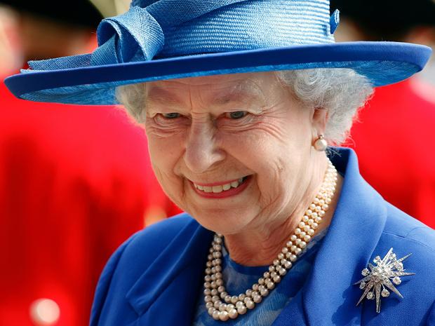 Фото №1 - Сколько стоит самое дорогое украшение Королевы (и почему она его не носит)