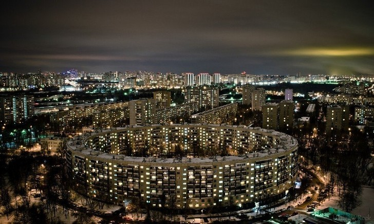 Фото №2 - Для чего в советской Москве построили дома-бублики?