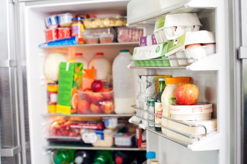 Фото №2 - Эксперт объяснил, почему в холодильник нельзя ставить горячее