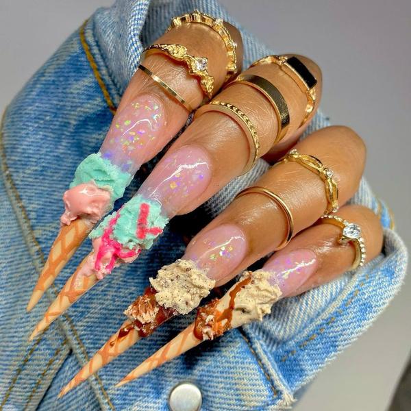 Фото №13 - Позалипать и вдохновиться: 45 крутых идей маникюра для длинных ногтей 💅