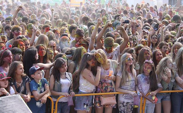 Фото №2 - Счастливые моменты с фестиваля красок в Омске