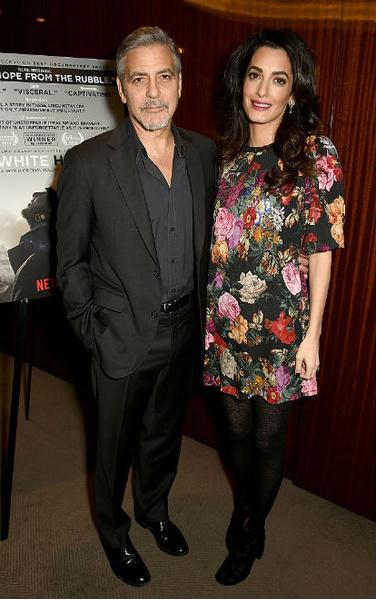 Фото №1 - Всегда безупречна: 11 лучших нарядов беременной Амаль Клуни