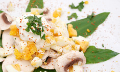 Грибной салат с перепелиными яйцами