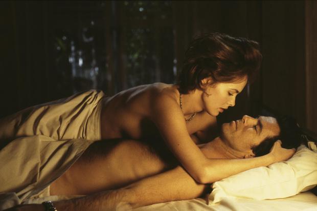Фото №4 - О чем думают женщины, когда мужчины раздевают их в первый раз