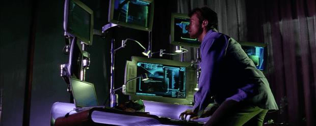 Фото №2 - 5 самых нелепых компьютерных клише в фильмах