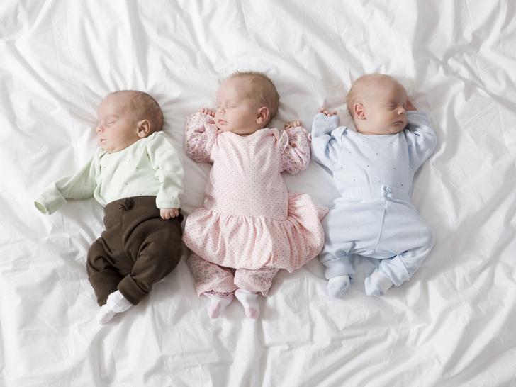 Фото №1 - Как выглядит и чем живет девушка, которая к 19 годам стала мамой уже 3 раза