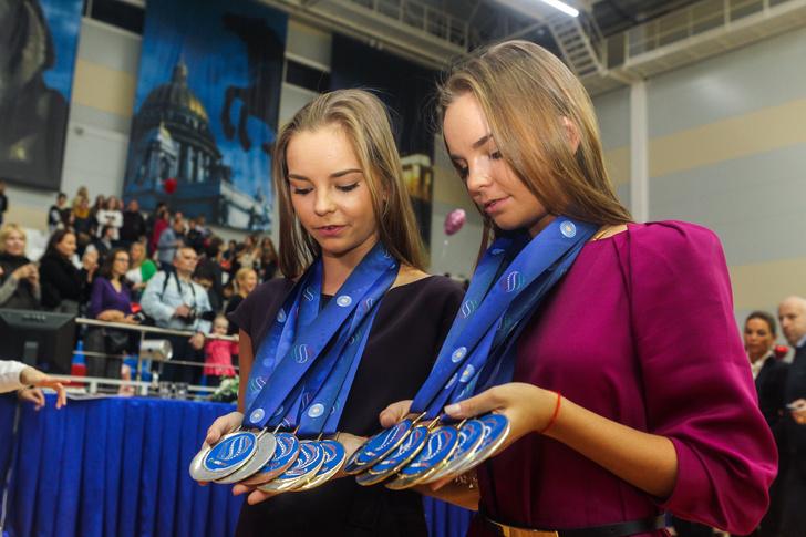 Фото №12 - Хотели уйти из спорта в 13 лет: как Винер спасла карьеру звезд гимнастики сестер Авериных