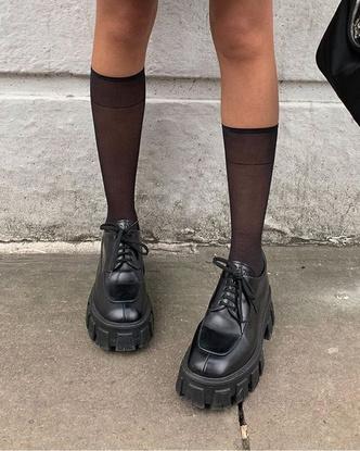 Фото №7 - Сменка в школу: самые модные и удобные лоферы и ботинки для стильных девчонок