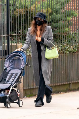 Фото №4 - Самая модная мама Нью-Йорка: Ирина Шейк на прогулке с дочкой