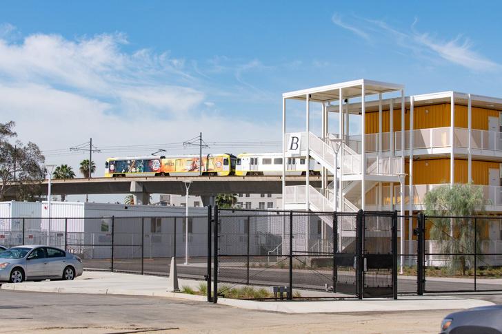 Фото №3 - Дома из грузовых контейнеров: как живут американские бездомные