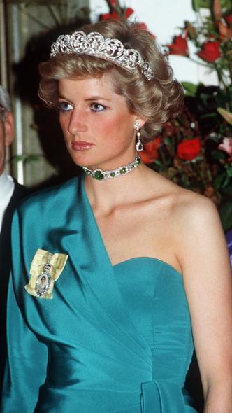 Фото №3 - Как королевские особы носят изумруды