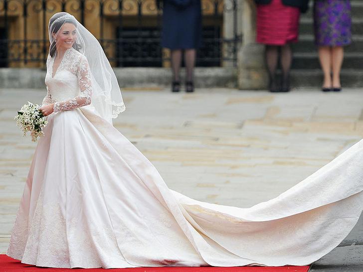 Фото №2 - Любимый бренд: самые роскошные выходы герцогини Кейт в Alexander McQueen