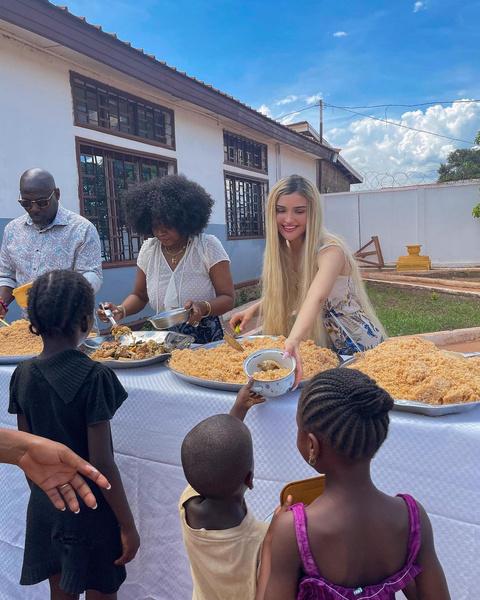 Фото №1 - Дина Саева собирается удочерить ребенка из Африки