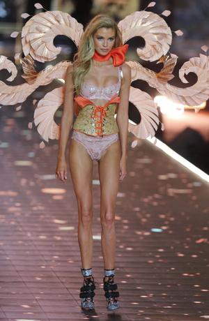 Фото №8 - Горячий состав: 16 главных ангелов Victoria`s Secret в этом году