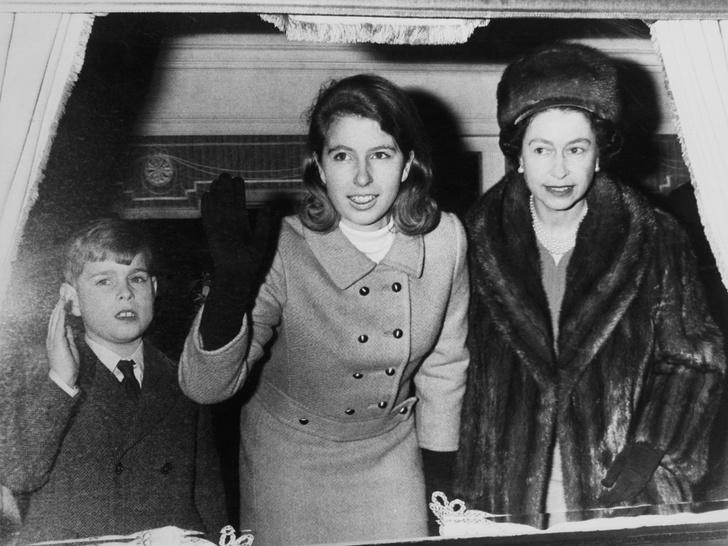 Фото №6 - Бунтари и отличники: как королевские особы выглядели в подростковом возрасте