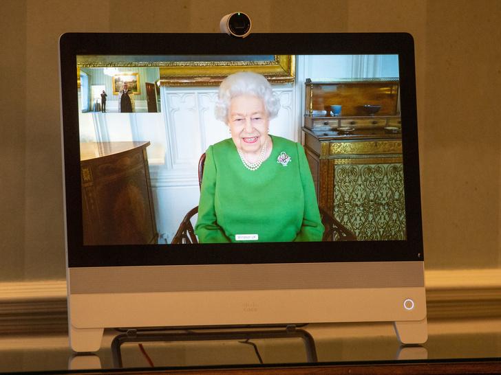Фото №2 - Всевидящее око: зачем Королеве секретные аккаунты в соцсетях