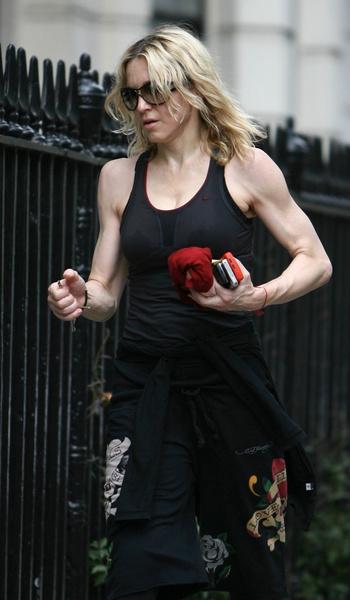 Фото №13 - Как тело Мадонны наказало ее за десятилетия суровых нагрузок и диет