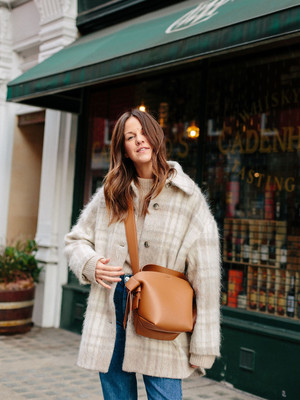 Фото №8 - Блейзеры, тренчи, пуховики: какая верхняя одежда в тренде этой осенью