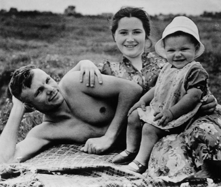 Фото №1 - «Мне будет стыдно»: СМИ обнародовали письмо, составленное Юрием Гагариным перед первым полетом в космос