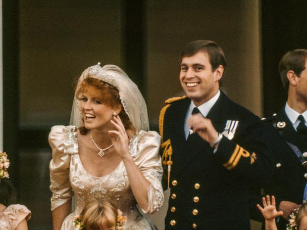 Фото №2 - О чем принц Филипп предупреждал Сару Фергюсон, когда она стала частью королевской семьи