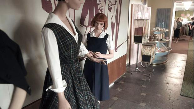 Фото №3 - Вдохновение кино: костюмы Ани Тейлор-Джой в сериале «Ход королевы»