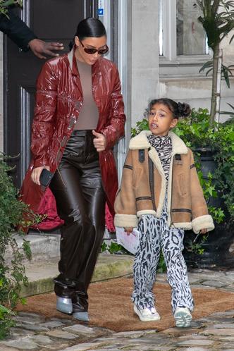 Фото №2 - Модные с пеленок: как звезды одевают своих детей