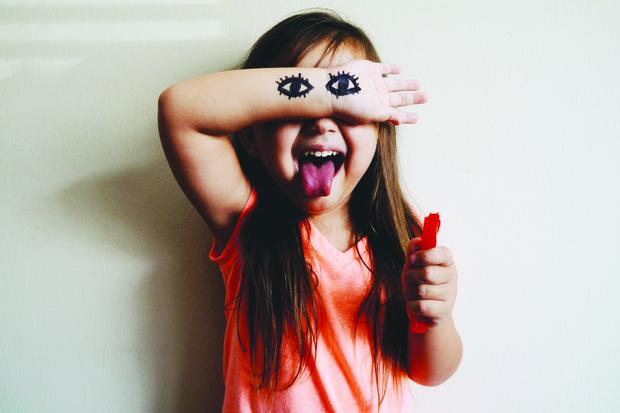 Фото №1 - Нервный тик у ребенка: что делать родителям