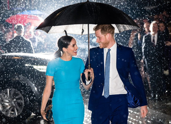 Фото №2 - Прощай, Корона: лучшие образы герцогини Меган в 2020 году